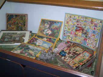 Exposición de juguetes infantiles en Fornillos, organizada por la Asociación de Vecinos de Fornillos